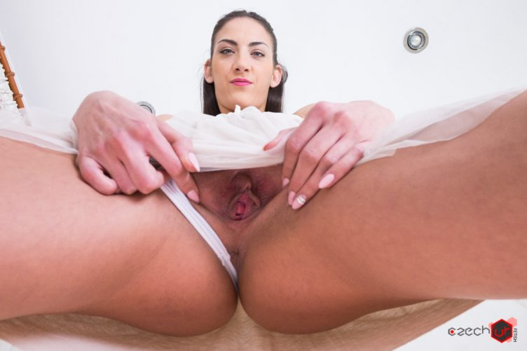 Miky Love – facesitting & pissing