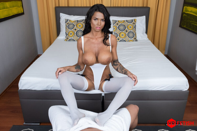 Awesome Footjob – Chloe Lamour